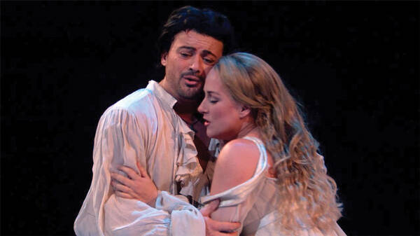 Vittorio Grigolo and Diana Damrau as Romeo et Juliette