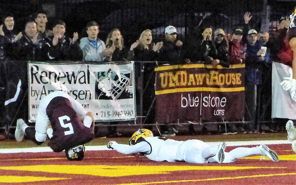 Matt Heller went airborne for his third TD catch, a 27-yarder for a 31-17 Augie lead. Photo credit: John Gilbert